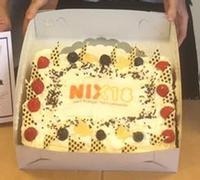 Supermarkten en verstrekkers: win de NIX18 taart