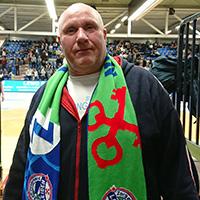 Hennie Kikkert, trouwe ZZ Leiden-supporter.