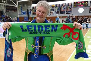 Mooie ZZ Leiden-sjaal voor alle leden van de Blauwe Brigade.