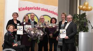 Hester Rippen(directeur) en Mieke Schuurman (voorzitter) reiken de eerste Gouden Smileys uit